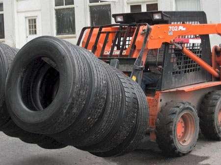 Llantas usadas de camion por contenedor.