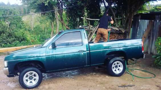 Vendo nissan pickup harbary
